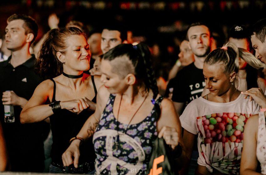 Rejv bez žena? Dancefloor je mesto gde se žene prepuštaju uzbuđenju i čarima same žurke.
